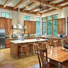 Traditional Kitchen by Shiflet Group Architects