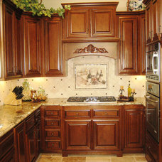 Traditional Kitchen Cabinetry by Frontier Cabinets, Inc.