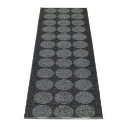 Pappelina - Pappelina HUGO plastic runner, Black/Black Metallic - This  rug from Pappelina, Sweden, uses PVC-plastic and polyester-warp to give it ultimate durability and clean-ability. Great for decks, bathrooms, kitchens and kid's rooms. Turn the rug over and the colors will be reversed!