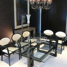 Modern Dining Tables by GONZALO DE SALAS