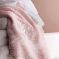 Lauren Ralph Lauren - Lauren Ralph Lauren GREENWICH BATH TOWEL MONO - This technologically advanced towel, woven of specially engineered yarn for air creation, provides the feel of a zero-twist towel without the harshness that eventually comes from aging and numerous washings. Available in Papaya only. Woven of speciall...