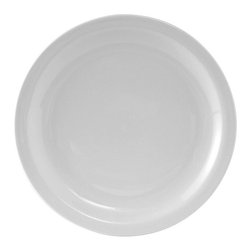 Tuxton - Colorado 7 1/2 inch Plate Narrow Rim in Porcelain White - Case of 36 - The Colorado collection presents a simplicity suited to many different styles of foodservice venues. The ability to accessorize with other items makes this dinnerware line invaluable.