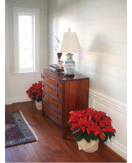 Traditional Living Room by Daniel Nolan for Flora Grubb Gardens