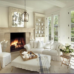traditional living room by SKD STUDIOS