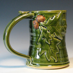 Stoneware beer tankard with oak leaves and acorns - This coffee mug is the perfect addition to your morning routine. It's also a wonderful way to wind down with your favorite brew at night. These mugs are dishwasher and microwave safe, and can be frosted in your freezer too.