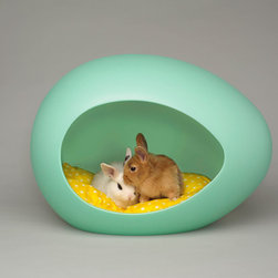 pEi Pod™ - These adorable pods are available for smaller furry friends, including cats, small-breed dogs and even rabbits. They also come in beige or pink — perfect for housing your own Easter bunny.