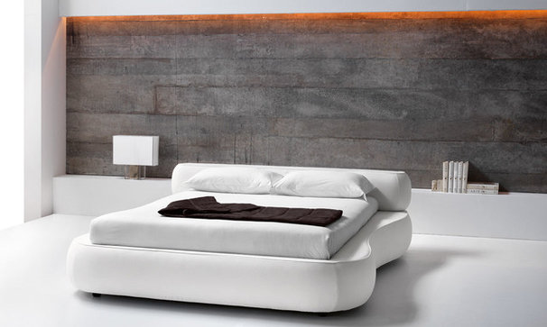 Modern Beds by HOME AND STYLE