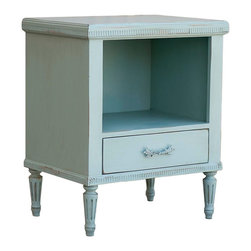 Sweet Elle Furniture - St. Andrews Side Table - Our St Andrews Collection Side table is inspired by royalty, with it's understated elegance. It boasts elegant curved lines and detail carved by hand. Crafted using traditional mortise and tenon joinery. Made in USA.