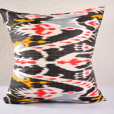 Traditional Pillows by Islimi design