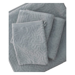 Strigosa Wash Cloth - Gull Gray - Diploria Strigosa, also known as Brain Coral, features a maze of twisting, turning walls and valleys that symbolize the complex labyrinth of the human brain. These ultra plush bath towels and mits are crafted from 100% organic cotton in a beautiful Gull Grey hue and exude an opulent feel. Place them thoughtfully in a basket for use in a guest bathroom, or use them everyday and bask in the luxuriousness of Affina.