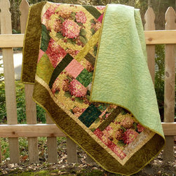 Hydrangea Quilt by Designer Dahlias Etc. - This hydrangea quilt is stunning and impressive to me because I can barely sew on a button. The detail of the flowers is gorgeous, and nothing says warm weather like a bunch of hydrangeas. I want it!
