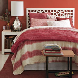 Yarn-Dyed Frayed-Edge Quilt, Ivory,Poppy - Oh, there's not enough to say about the new quilts at West Elm. From shades of poppy to tangerine to melon-coral, they're all making me swoon.