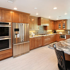 Traditional Kitchen Cabinets by THE KITCHEN LADY, Enriching Homes With Style
