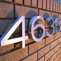 traditional house numbers by Apollo Marconi USA Inc