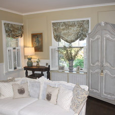 Traditional  by Arborwoods Manor