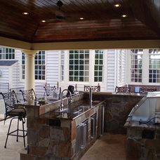 Traditional Patio by The King's Masons