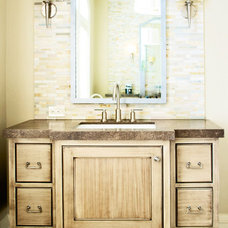 Traditional Bathroom by Evolutia