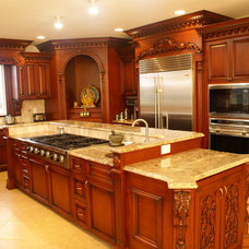 Traditional Kitchen by WL INTERIORS
