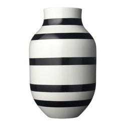 Large Black Omaggio Vase - It's hard to go wrong with black and white, and this large vase is no exception. Imagine how eye-catching it would look filled with sunshine-yellow blooms, or juxtaposed with delicate pink cherry blossom branches?