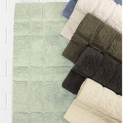 Trump Parc East Velour Bath Mat - Feel a unique sense of luxury with our 100% Cotton Parc East Velour bath rugs. Plush softness combines perfectly with absorbing power. Quality and comfort are evident in the modern design and bold colors. Designed by Trump for Kassatex.