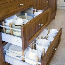 Kitchen / Idea for dish storage.