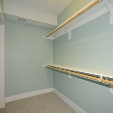 Craftsman Closet by LAND DEVELOPMENT AND BUILDING, LLC