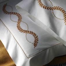 Traditional Bedding by leron.com