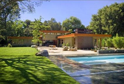 Modern Pool by William Duff Architects, Inc.