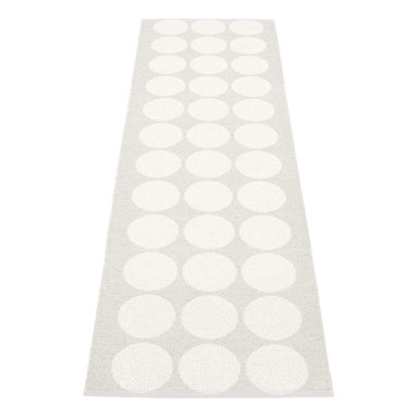 Pappelina - Pappelina HUGO plastic runner, Fossil Grey/White Metallic - This  rug from Pappelina, Sweden, uses PVC-plastic and polyester-warp to give it ultimate durability and clean-ability. Great for decks, bathrooms, kitchens and kid's rooms. Turn the rug over and the colors will be reversed!