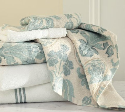 Modern Towels by Pottery Barn