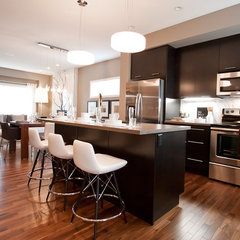 modern kitchen by Natalie Fuglestveit Interior Design