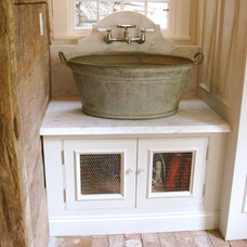 Farmhouse Laundry Room by Salisbury Artisans