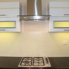 Modern Kitchen by Godel Brick