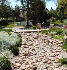 traditional landscape by A Green Thumb Landscape Consulting & Design