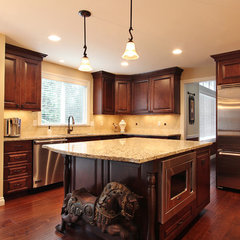 traditional kitchen by RD Construction