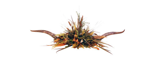 Steerhorn Floral Centerpiece - Natural Longhorn centerpiece with rustic ferns and leaves