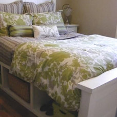 Farmhouse Storage Bed with Hinged Footboard