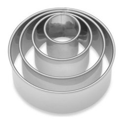 Harold Import Co., Inc. - Ateco Stainless Steel Plain Round Cookie Cutters (Set of 4) - These stainless steel cutters are perfect for creating delicious baked goods like biscuits, cakes, pastries, and more. The durable stainless steel construction ensures long use, and the set includes multiple sizes for a variety of recipes.