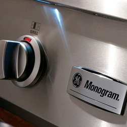 GE Monogram Rangetop - The Monogram professional rangetop has LED task lights strategically positioned above the control knobs for a functional and theatrical touch.