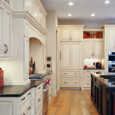 Traditional  by Affinity Kitchens