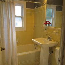 Traditional Bathroom by Dawn D. Totty DESIGNS