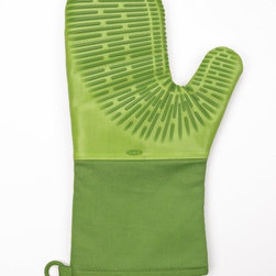 Oxo Good Grips Silicone Oven Mitt with Magnet, Green - These silicone oven mitts with a magnet for hanging are great.