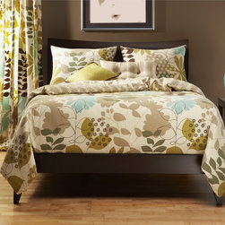 SIScovers - English Garden Reversable 4-piece Duvet Cover Set - Keep using your favorite comforter even if it doesn't look its best when you have this botanical duvet cover set. Leaves and fleur de lis patterns are combined for a modern yet classic look. The zipper closure keeps your blanket properly covered.
