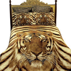Dolce Mela - Luxury Bedding Safari Themed Duvet Covet Set Dolce Mela DM412, Queen - Majestic, yet fierce, the Siberian Tiger shows his quiet strength on this exotic bedding ensemble with vivid detail creating an amazing safari theme in your bedroom.