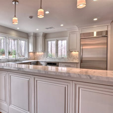 Traditional Kitchen Cabinets by Belle Choices