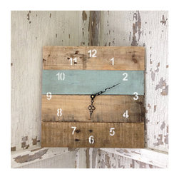 Reclaimed Pallet Wood Wall Clock by Field Treasure Designs - This clock is made from reclaimed wood, and I love how one of the planks is painted while the others are left natural.