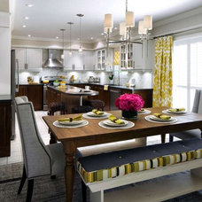 Island and seamless flow into breakfast area