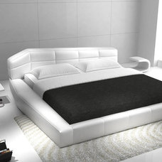 Modern Beds by FurnitureNYC