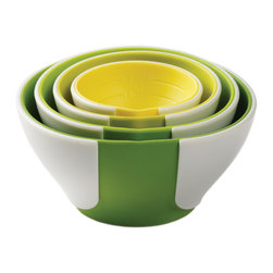 Chef'n Pinch & Pour Nesting Prep Bowls - The Chef'n Pinch & Pour prep bowls are multi-taskers! Use them in the kitchen to measure and pour ingredients then put them on the table to serve sprinkles and garnishes. The unique Pinch + Pour design creates a pour spout when the bowl is pinched so your ingredients go where you want and not on the floor.
