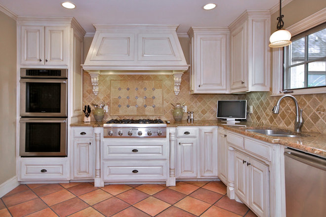 Traditional Kitchen by Robinson Builders